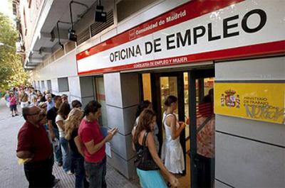 El desempleo se reduce en 60.214 personas