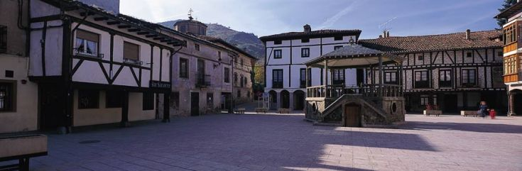 plaza ezcaray la rioja