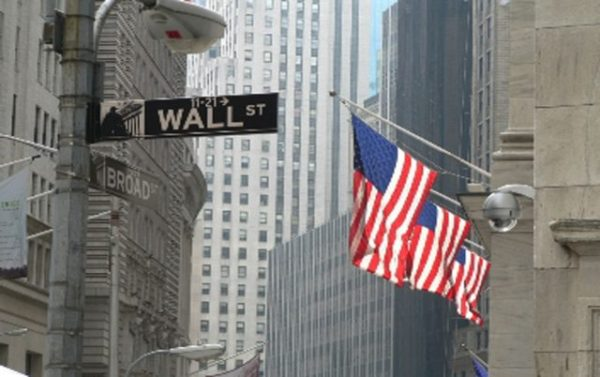 La Bolsa de Nueva York cierra el lunes de forma mixta