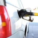 carro estacion gasolina