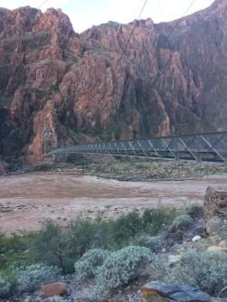 银桥,肩负着行人交通和饮水两个作用