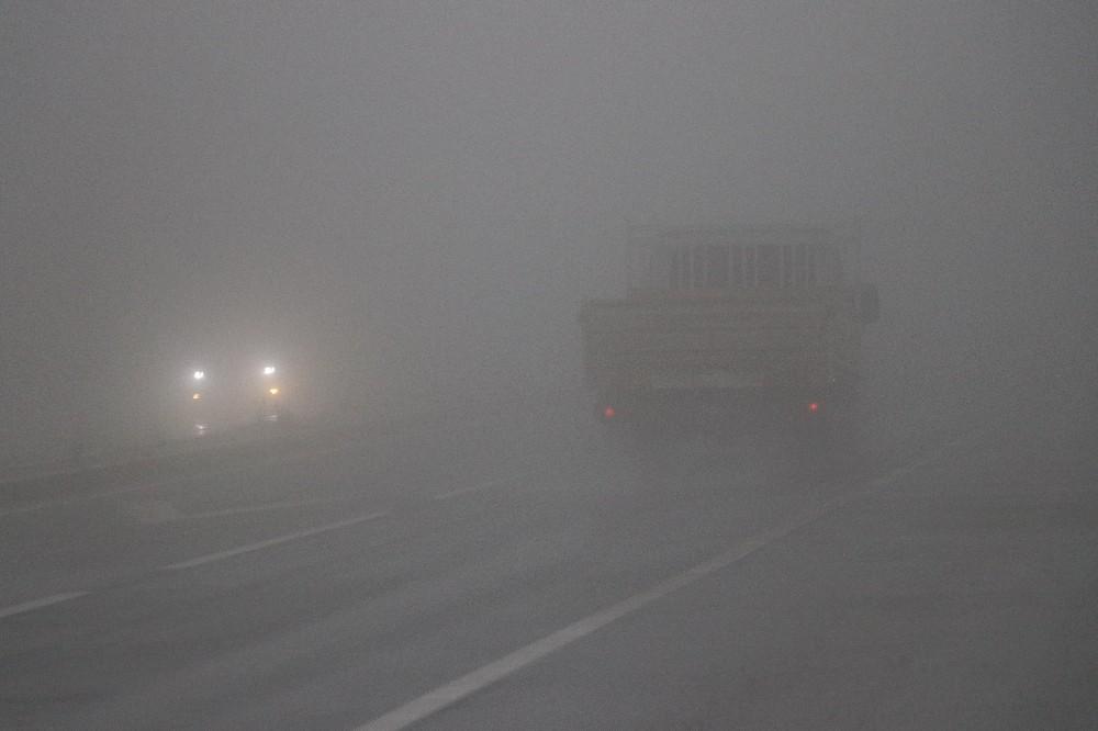 Bolu Dağı'nda sis görüş mesafesini 10 metre düşürdü