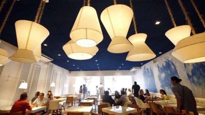 Da moda. Oia oferece comida grega em ambiente estilizado - Agência O Globo gastronômica