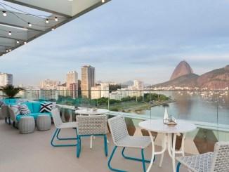 Yoo2 Rio de Janeiro: The Rooftop é eleito bar com melhor visual da Cidade Maravilhosa Localizado no ponto mais alto do hotel, bar tem carta de drinks e menu para compartilhar