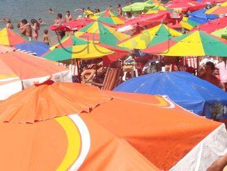 A Justiça do Rio de Janeiro proibiu a entrada de turistas na cidade de Búzios, na Região dos Lagos, devido ao aumento de casos de covid-19 no município.