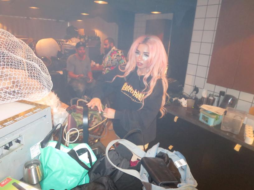 Sedan var det dags för mina main ladies att packa ihop sina påsar och åka i clownsminket till en spelning i Örebro.