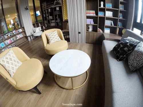 Perpustakaan hotel senyum world