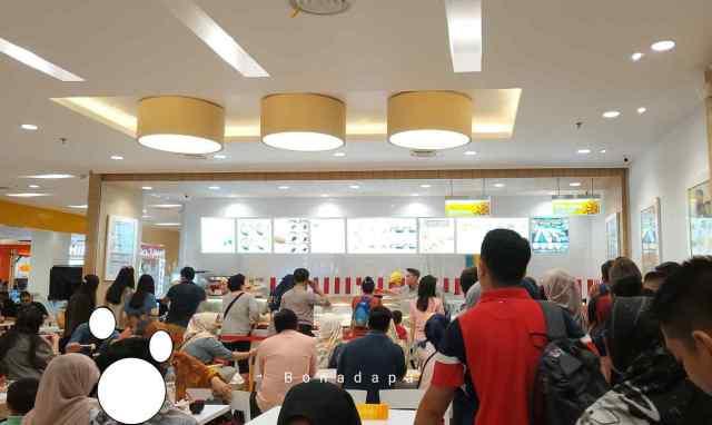 Banyak pilihan menu di HokBen Palembang