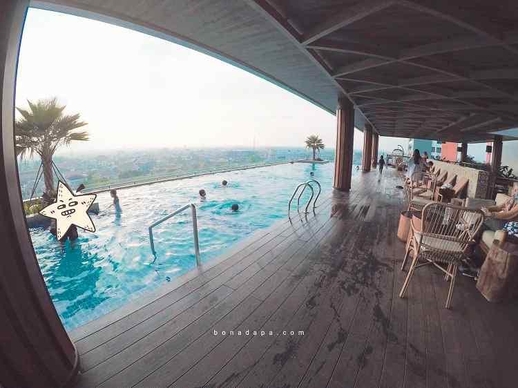 Kolam renang ALTS Hotel Palembang