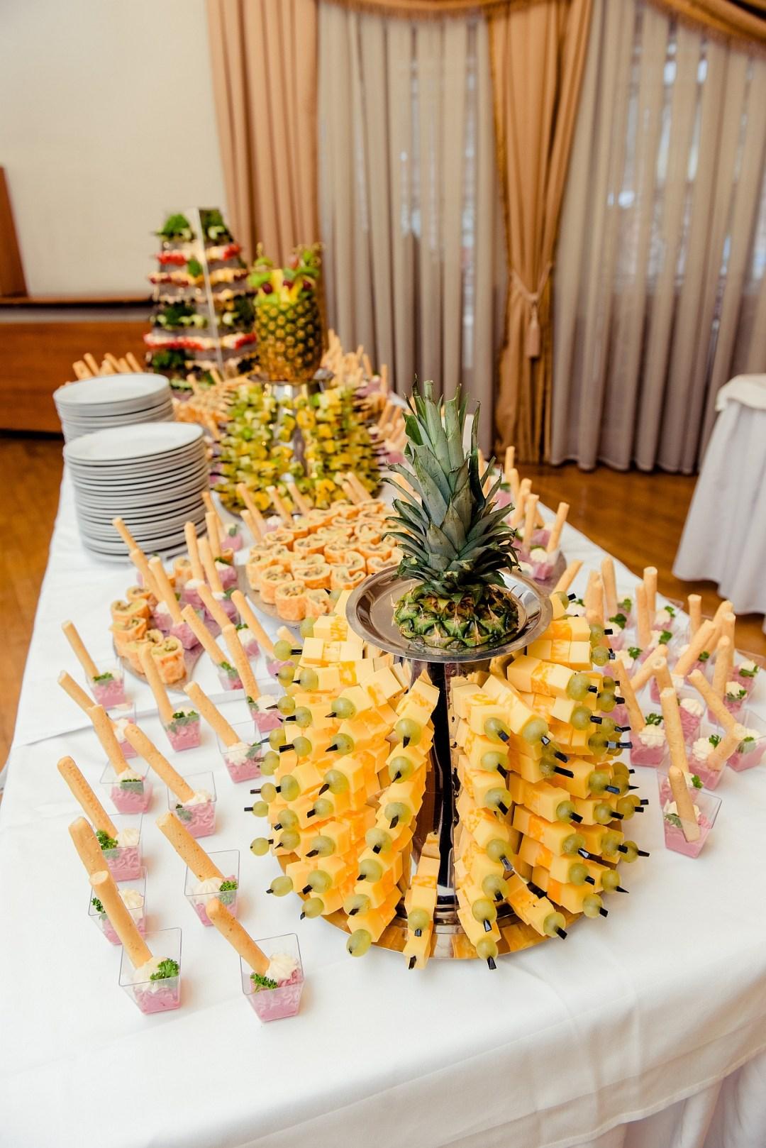 Канапе и ананас