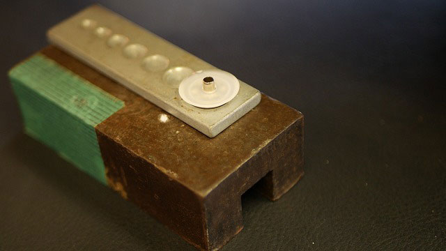 (callaway)キャロウェイ / キャディバッグフードカバーのホック取付穴を補強する為、樹脂ワッシャーを入れる