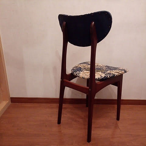 (Vintage chair)ヴィンテージチェア / (William Morris)ウイリアムモリスの生地に張替えたダイニングチェア