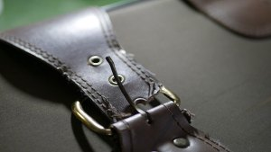 (旅行トランク)キャリーバッグのベルト破損