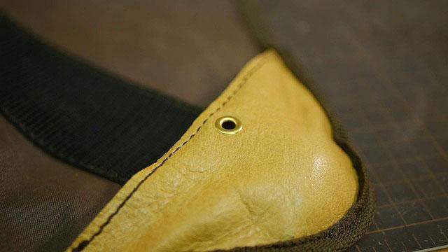 (Coleman)コールマン / アウトドア折り畳みスツールのシートをフレームに固定するネジ穴をアイレットで補強
