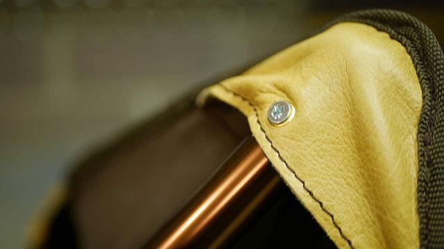(Coleman)コールマン / アウトドア折り畳みスツールのシートを固定するビス穴をハトメで補強