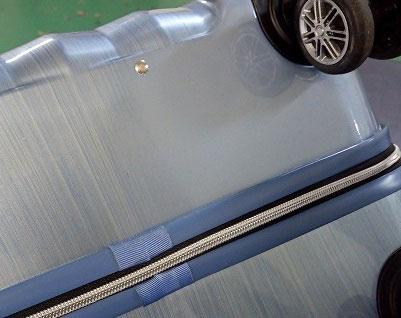 (siffler)シフレ / スーツケースの亀裂修理箇所付近をぼかして塗装