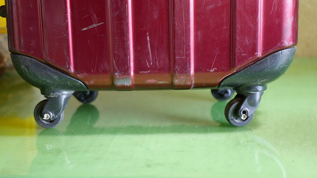 (EMINENT)エミネント/スーツケースのキャスター修理