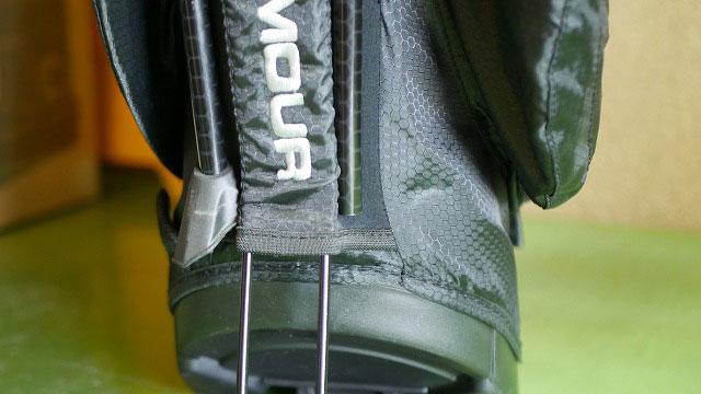 (UNDER ARMOUR)アンダーアーマー/スタンド式キャディバッグの脚キャップが欠損している