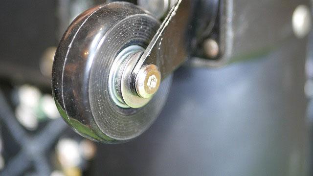(Disney)ディズニー/キャリーバッグのゴムが割れたタイヤを交換する方法
