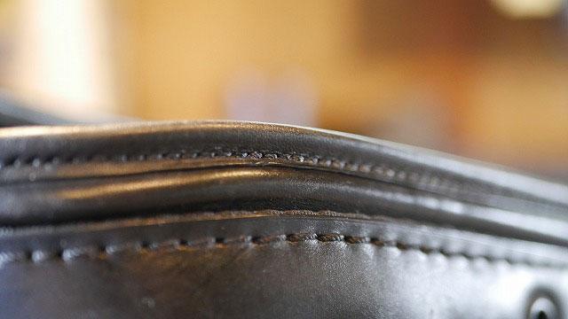 (TUMI)トゥミ/キャディバッグの口枠ヘリ巻きレザーの再縫製