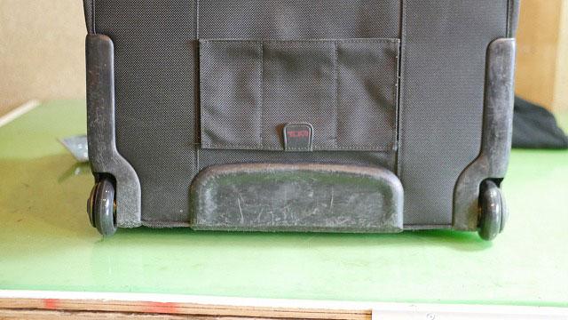 (TUMI)トゥミ/ビジネスキャリーバッグの割れてしまった車輪を代替の車輪に交換修理