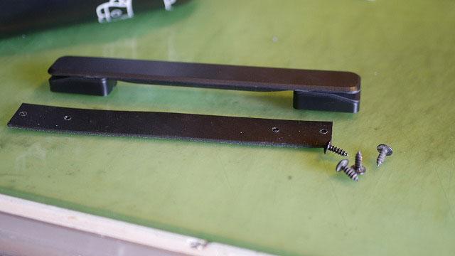 (HELLO KITTY)ハローキティー/スーツケースのサイドハンドルを増設するため代替のハンドルを用意