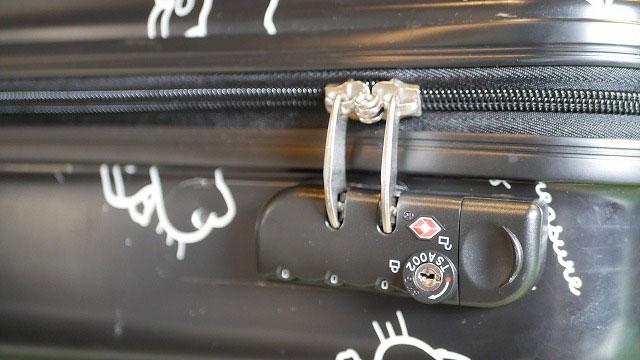 (HELLO KITTY)ハローキティー/スーツケースに横に持ち手を追加する為錠前を移動