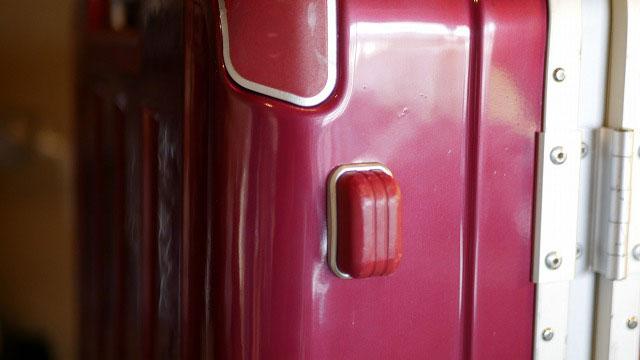 (siffler)シフレ/スーツケースの底脚付近の割れを直して塗装