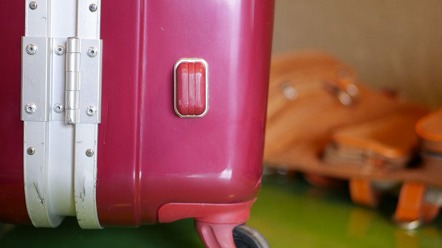 (siffler)シフレ/スーツケースの割れ修正と塗装修理
