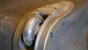 (THE NORTH FACE)ノースフェイス/キャリーバッグのタイヤが劣化してゴムが割れて無くなっている