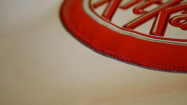 (KitKat)キットカット/キャディバッグのフードワッペンを移設