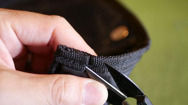 (taylormade)テーラーメイド/キャディバッグのフードファスナーエンドの縫製を解く