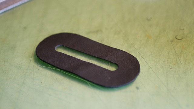 (BELDING)ベルディング/フードカバーの小判型レザーを本革で作製