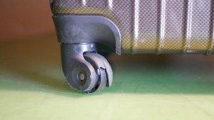 スーツケースの車輪ゴムタイヤ割れ