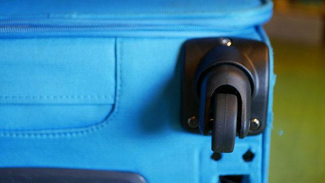 (Samsonite)サムソナイト/キャリーバッグに代替えのキャスターを取り付け