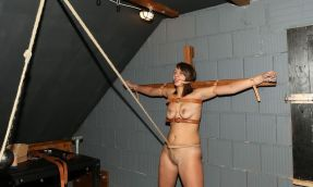 Young Amateur Gets Spread, Tortured and Disciplined in Dungeon