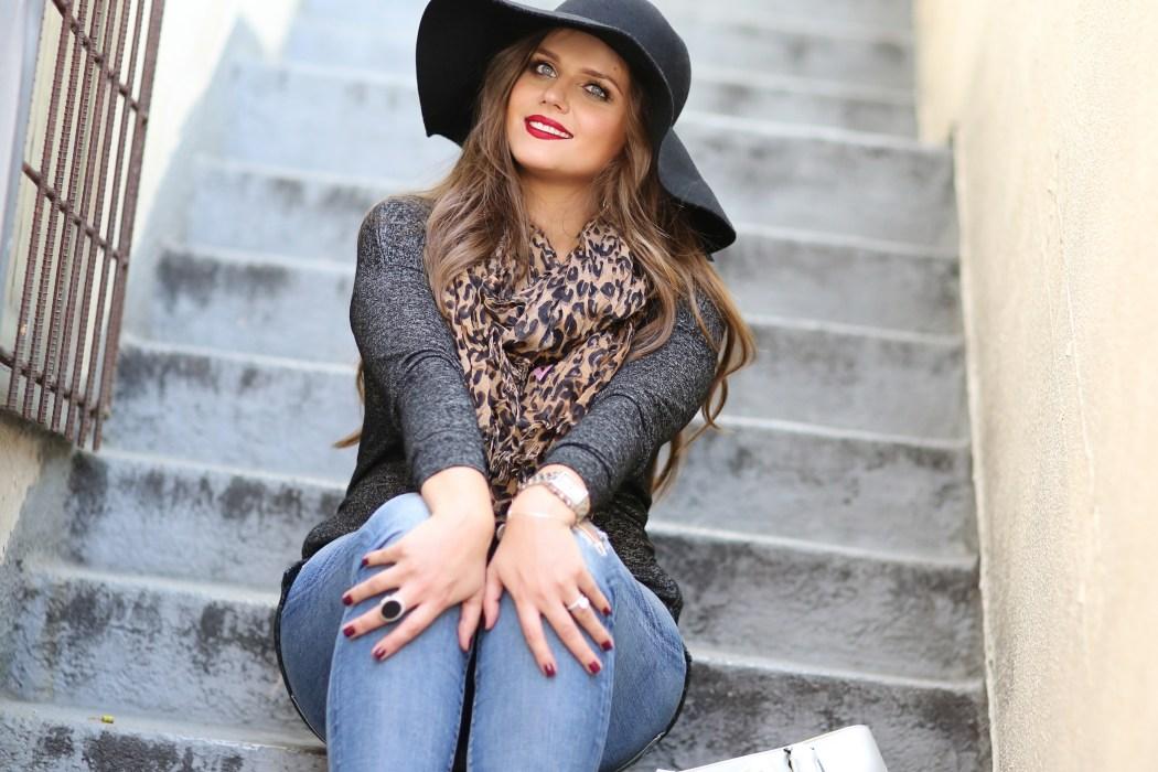 #BumpStyle // Boho Glam & Distressed Jeans   BondGirlGlam.com