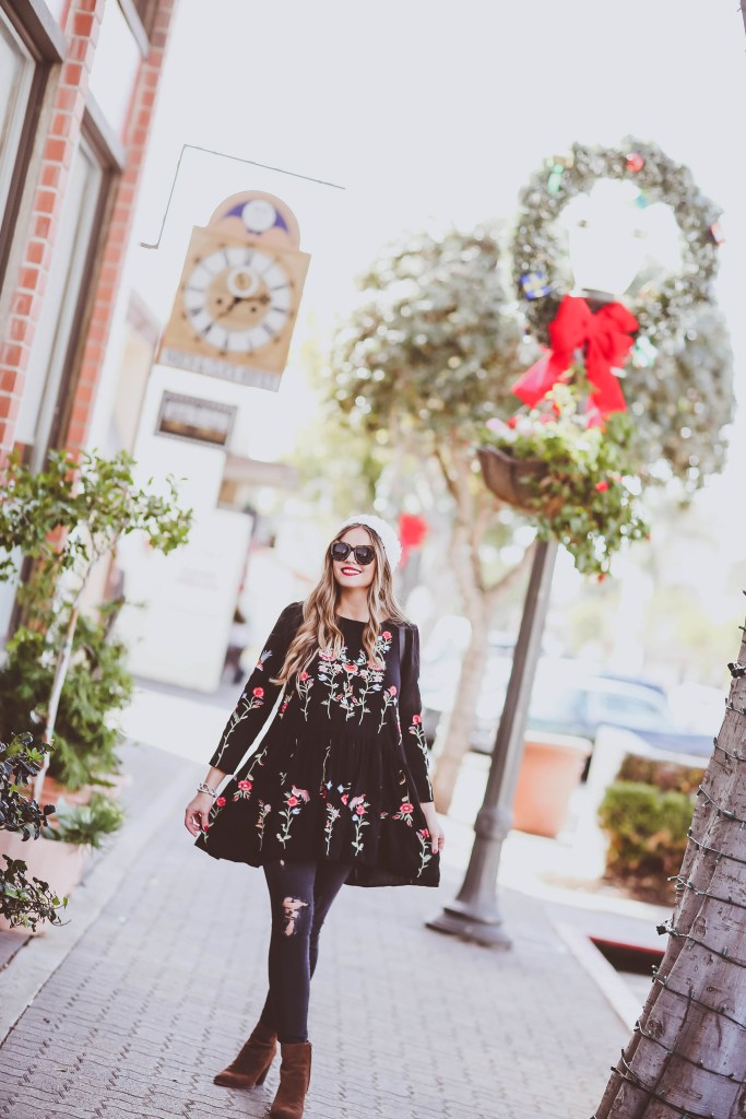 #BumpStyle // Floral Embroidered Tunic & Distressed Skinny Jeans   BondGirlGlam.com