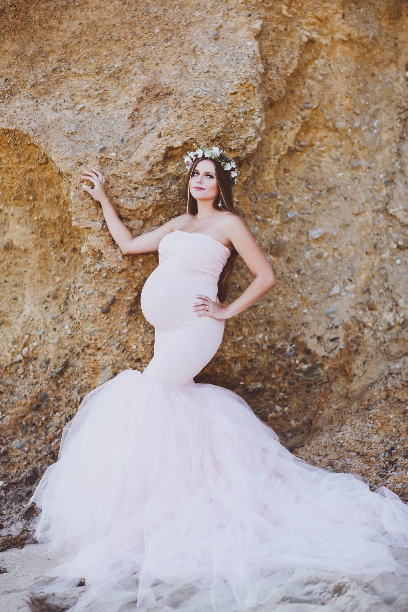 #BumpStyle // Mermaid Style Tulle Maternity Gown on the Beach