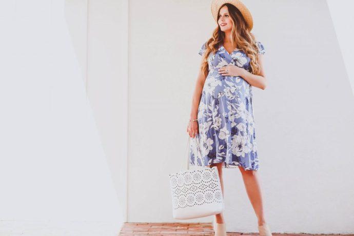 #BumpStyle // Blue & White Floral Maternity Wrap Dress | BondGirlGlam.com