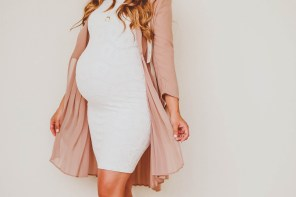 #BumpStyle // Pink Pleated Duster Coat & White Lace Maternity Dress