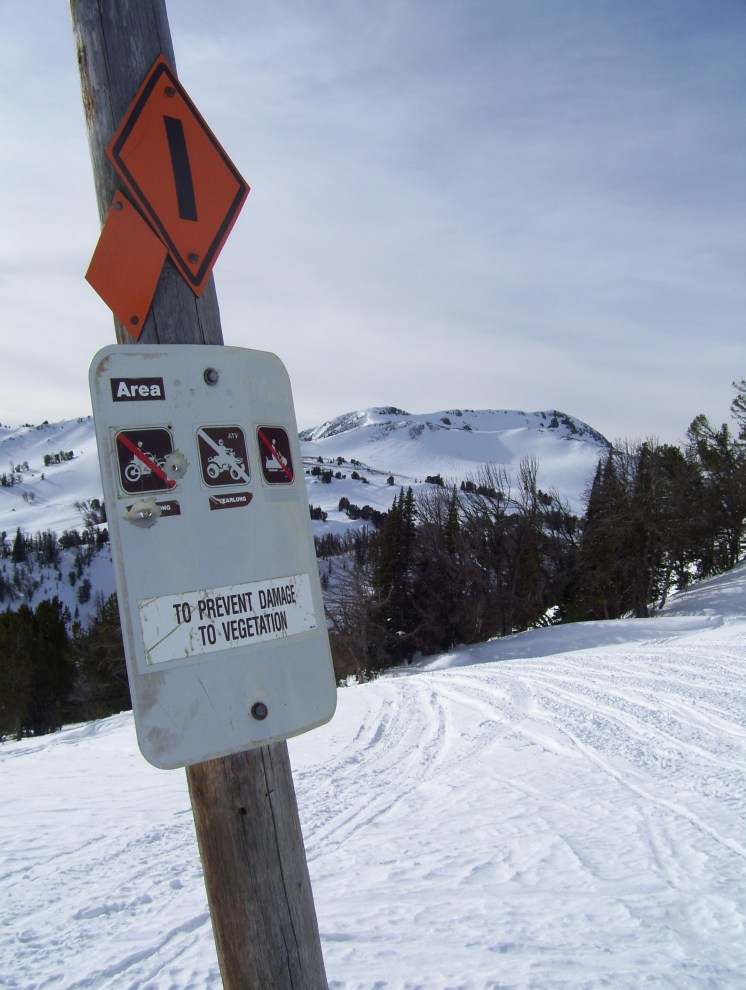 The end of Buck Creek Ridge Trail #10, Illegal to continue?