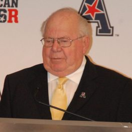Noted television announcer Verne Lundquist introduced AAC commissioner Mike Aresco and hosted discussions with the coaches. (Photo by Al Myatt)