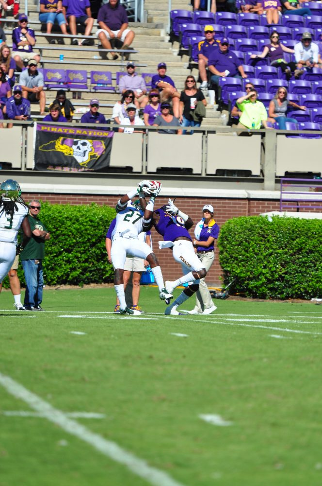Greenville product Mydreon Vines comes down with a spectacular catch in the second half of Saturday's contest with South Florida. (Photo by Bonesville Staff)