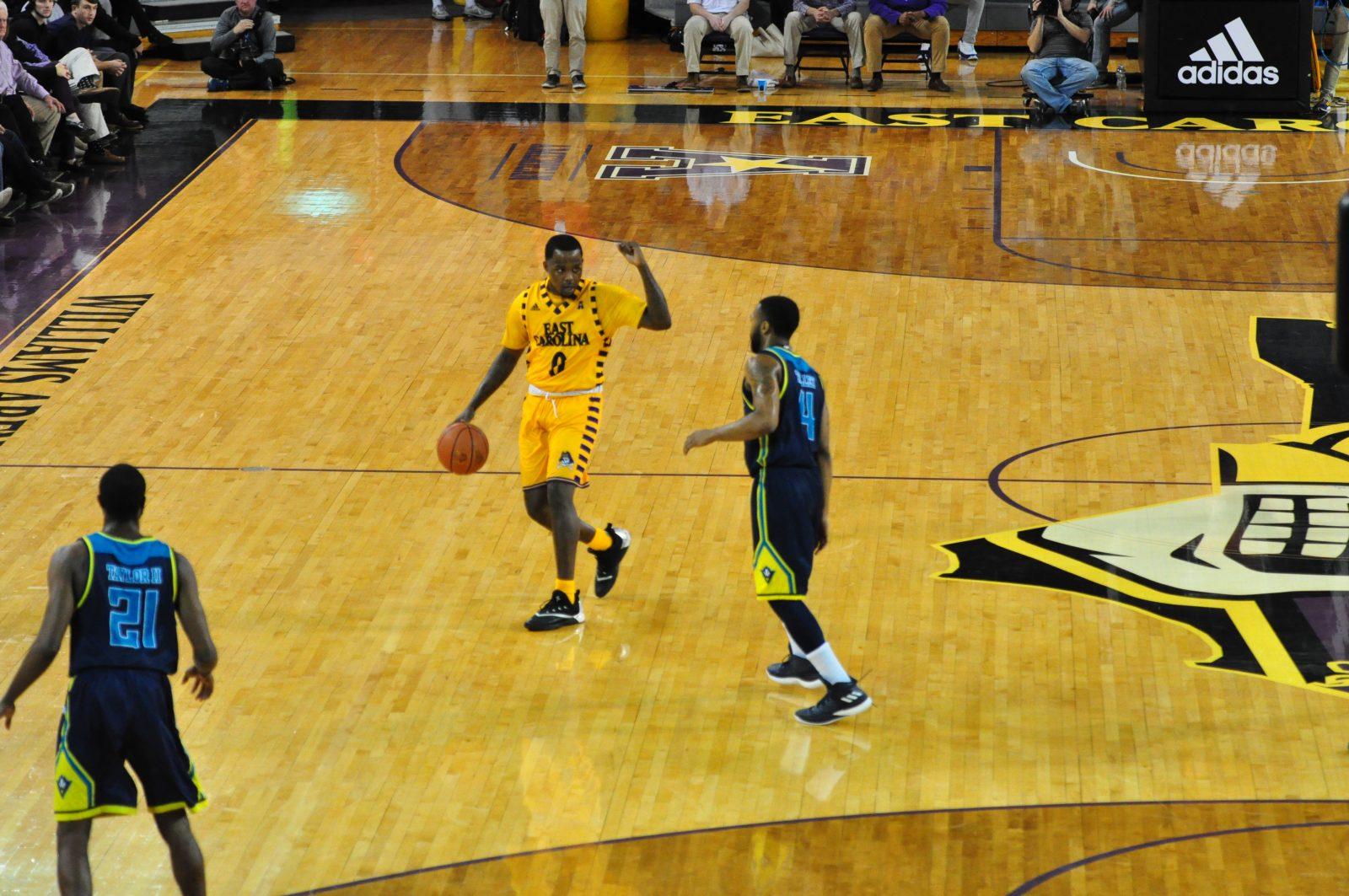 Isaac Fleming sets the ECU offense on Thursday night. (Photo by Al Myatt)