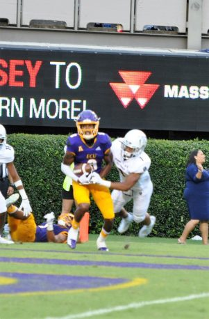 Tahj Deans hauls in East Carolina's final touchdown against ODU. (Photo by Al Myatt)