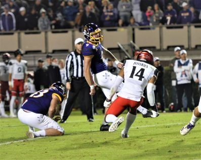 Jake Verity puts up a conversion kick for the Pirates on Saturday night (Al Myatt photo)