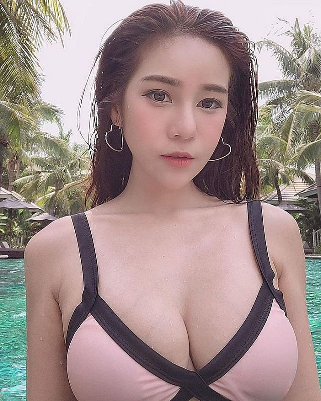 ngan-ngo-vi-voc-dang-qua-dinh-cua-nang-Anyaphat-W (9)