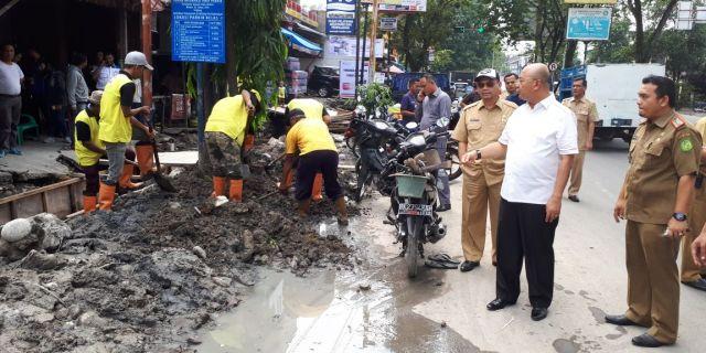 Wali Kota Tinjau Pembangunan Drainase Jalan Setia Budi