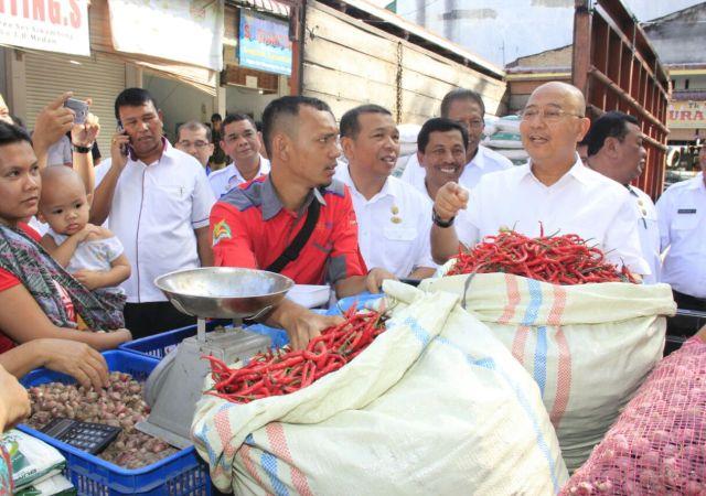 Wali Kota Tinjau Operasi Pasar Di Pasar Sei Sikambing